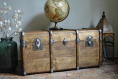 Ancienne malle de voyage en bois restaurée
