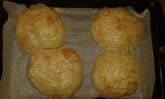 Chutné domácí pečivo se sýrem. Bochánky můžeme vylepšit, že na ně poklademe i plátek slaniny nebo jiné uzeniny. Autor: Klasotinka