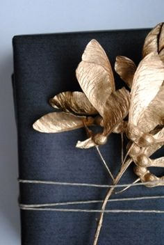 ✂ That's a Wrap ✂  diy ideas for gift packaging and wrapped presents - autumn leaves