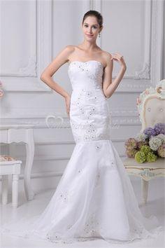El vestido de novia de la boda con escote Abandonado cintura.El corpiño está cubierto por el Fondo de raso y organza.Encaje hasta el cierre.Lindo bordados decorado todo el vestido.Este vestido barato de la boda se absoletly añadir mas.