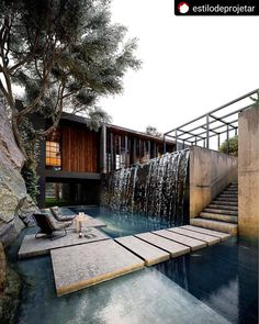 Aestate is an inspirational resource focused on interior design and architecture. Modern Villa Design, Rustic Design, Contemporary Design, Waterfall Design, Waterfall House, Pond Waterfall, Dream House Exterior, Dream Home Design, House Goals