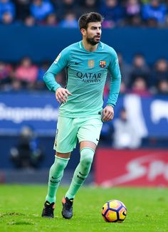 Gerard Pique of FC Barcelona runs with the ball during the La Liga match between CA Osasuna and FC Barcelona at Sadar stadium on December 10, 2016 in Pamplona, Spain.