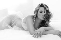 Znalezione obrazy dla zapytania black white boudoir photos