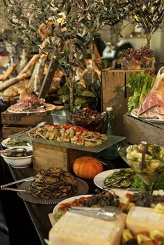 Delightful rustic Italian grazing board from Simone & Matthew's Curzon Hall Wedding ~ June Decoration Buffet, Table Decorations, Buffet Set, Food Buffet, Rustic Buffet Tables, Wedding Food Stations, Brunch, Catering Display, Catering Buffet