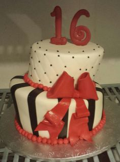 Sweet 16 topsy turvy black, red and white