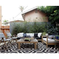 And finally, don't keep all your patterns trapped inside, unable to see the light of day! Homepolish LA's Marlen Lugo used this beautiful rug to tie her outdoor seating situation together. Outdoor Seating, Outdoor Spaces, Outdoor Decor, Outdoor Lounge, Outdoor Ideas, Ponds Backyard, Backyard Landscaping, Outside Living, Outdoor Living