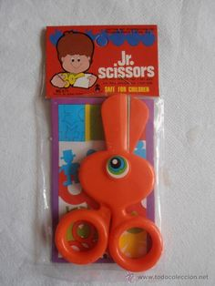 TIJERAS INFANTILES OJO JR SCISSORS MADE IN HONG KONG 1980s Childhood, My Childhood Memories, Sweet Memories, Retro Toys, Vintage Toys, Right In The Childhood, Old School Toys, Kids Growing Up, 80s Kids