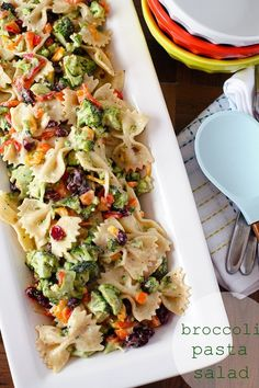 Crunch broccoli and peppers with tart cranberries and chewy pasta all coated with three cheese Ranch dressing. The PERFECT summertime pasta salad. #pastafoodrecipes