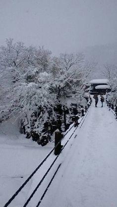 """Shirakawa-Go"", a world heritage in Japan, 世界遺産白川郷、最後の降雪シーズン(๑•̀ㅂ•́)و #世界遺産 #白川郷 #景色 #雪 #合掌造り #つり橋 #日本 #クール #冬 #キレイ #Shirakawa-Go #Japan #cool #heritage #snow #bridge #winter #fyuse #beautiful"