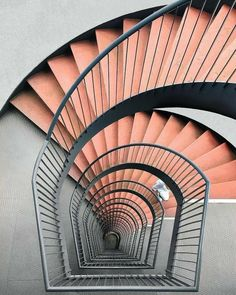Peachy and grey stairs I barack-szürke lépcső Grand Staircase, Staircase Design, Stair Design, Grande Cage D'escalier, Casa Gaudi, Architecture Cool, Architecture Interiors, Take The Stairs, Stair Steps