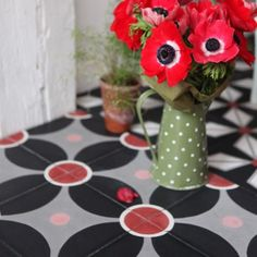 Carreaux de ciment Galaxie - Petit Pan / Stone floor of cement, black and red