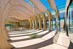 In legno e vetro, il nuovo asilo comunale di Guastalla firmato da Mario Cucinella è un esempio di progettazione ecosostenibile