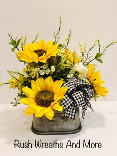 Terrific Free of Charge Sunflower Centerpiece 2018 # Herzstück # Binsenkränzeundmehr # Sonnenblumen # Frühling # Sommer . Thoughts Among the absolute most beautiful and sophisticated types of flowers, we carefully picked the corres Sunflower Floral Arrangements, Summer Flower Arrangements, Sunflower Centerpieces, Fall Arrangements, Floral Centerpieces, Sunflower Decorations, Sunflower Home Decor, Fall Flowers, Summer Flowers