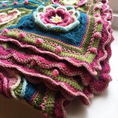 Picasa Web Albums looks like a version of the lilypond blanket . Manta Crochet, Freeform Crochet, Knit Or Crochet, Crochet Motif, Crochet Patterns, Flower Granny Square, Crochet Granny Square Afghan, Crochet Squares, Crochet Afghans