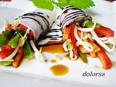 Blog de cuina de la dolorss: Rollitos de crudités con salsa agridulce