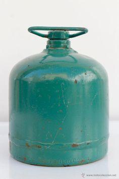 Antigua bombona de camping gas- 11,5 x 13 cm- El Desván de Bartleby C/.Niebla 37. Sevilla