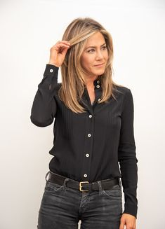 Fashion Trend to Makeover: Jennifer Aniston& Favorite Looks .- The favorite looks of Hollywood Darling Jennifer Aniston& as fashion trend 2019 now at H & M to shop – right here with us. Jennifer Aniston Style, Jennifer Aniston Fotos, Jennifer Aniston Pictures, Jennifer Aniston Glasses, Jennifer Aniston Hairstyles, Jennifer Aniston Makeup, Jennifer Garner Hair, Jennifer Aniston Friends, Cabelo Jenifer Aniston