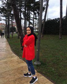 Hijabi Girl, Girl Hijab, Hijab Outfit, Girl Photo Poses, Girl Photography Poses, Cool Girl Pictures, Girl Photos, Muslim Women Fashion, Hijab Fashion Inspiration
