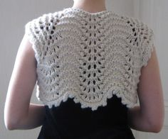 Cute knitted Shrug.  [tricot]