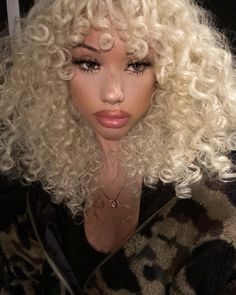 Creative Hairstyles, Diy Hairstyles, Creative Hair Color, Blonde Curly Hair, Gorgeous Hair Color, Pretty Females, Feminine Energy, Alternative Girls, Color Tattoo