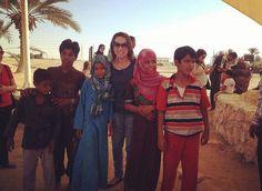 Recordar é viver... e sentir saudades! !  Com crianças beduínas do deserto em #Mara,  no #Egito, aonde o povo de Israel viveu um dos milagres realizados por Deus após a travessia do #MarVermelho, as águas amargas tornam-se doces. Êxodo 15.22.  #ViagemInesquecível #VenhaConosco #Setembro2017 #VtsTurismoBC 04799989033 @prosielantunes