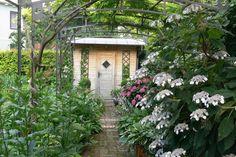 Garten H, Baden bei Wien | Landschaftsarchitektur Schmidt Rennhofer Schmidt, House Styles, Home Decor, Landscape Diagram, Bathing, Decoration Home, Room Decor, Home Interior Design, Home Decoration