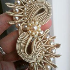 Одноклассники Wedding Ring Cushion, Cushion Ring, Shibori, Passementerie, Special Dresses, Ribbon Work, Fabric Jewelry, Head Wraps, Smocking