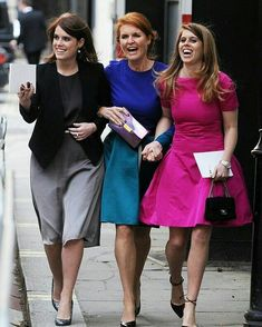 A feud has been brewing between Sarah Ferguson, Princess Beatrice and Princess Eugenie, and the Duke and Duchess of Sussex for some time. Princesa Eugenie, Princesa Beatrice, Princess Eugenie And Beatrice, English Royal Family, British Royal Families, Sarah Ferguson, Windsor, Sarah Duchess Of York, Princesa Real