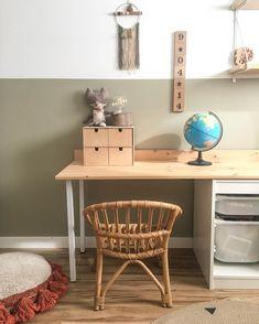 """Débora on Instagram: """"Que dice @aloha_bohemia_ que esto está muy parado y razón no le falta. Por ahora estamos centrados en """"repensar"""" una habitación que era un…"""" Ikea Kids Storage, Office Desk, Corner Desk, Room Ideas, Furniture, Pretty, Home Decor, Instagram, Bohemia"""
