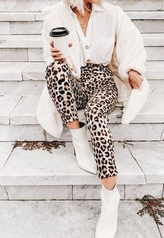 Leopard Print Outfits – Timeless Trend 31 Trendy How To Wear Sweatpants Outfits Ideas Fashion Mode, Look Fashion, Fashion Outfits, Womens Fashion, Chloe Fashion, Urban Chic Fashion, Fashion Blogger Style, Petite Fashion, Curvy Fashion