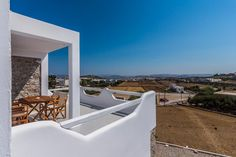 Plaka Suites || Featuring free WiFi and air conditioning, Plaka Suites is located in Plaka Milou. Catacombs of Milos is 800 metres away. The accommodation features a seating area.