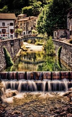 Grotta del Vento, Tuscany #ridecolorfully