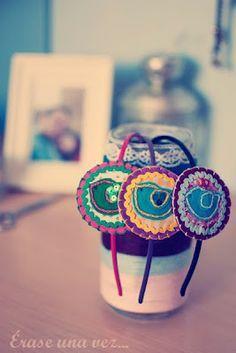 Diademas dulces realizadas a mano con fieltro y telas.