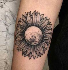 50 Sonnenblumen Tattoos für Frauen - Tattoo Motive - New Ideas Sunflower Tattoo Sleeve, Sunflower Tattoo Shoulder, Sunflower Tattoo Small, Sunflower Tattoos, Sunflower Tattoo Design, Sunflower Mandala Tattoo, Flower Tattoos On Shoulder, Sunflower Leaves, White Sunflower