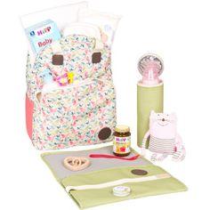 Le sac à dos à langer vintage flower patchwork par Lässig est spacieux et vous permet d'emporter toutes les affaires de bébé. Ses nombreux compartiments et ses accessoires indispensables en feront un allié de taille.