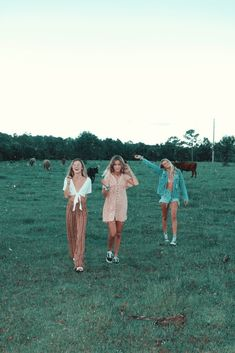 friend photos Hello girls, today I will give you ideas to make your Christmas photos look super gen . Best Friend Pictures, Bff Pictures, Friend Photos, Bff Pics, Shooting Photo Amis, Shotting Photo, Photographie Portrait Inspiration, Cute Friends, Three Best Friends