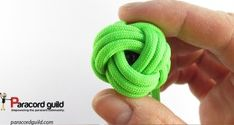 A tutorial on the 4 lead, 3 bight turk's head knot. Paracord Tutorial, Paracord Knots, Paracord Bracelets, Bracelet Tutorial, Turks Knot, Knot Braid, Paracord Projects, Head Wraps, Diy And Crafts