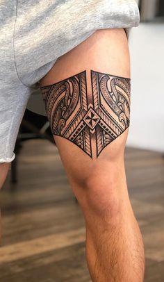 50 Fotos de tatuagens tribais para se inspirar - Fotos e Tatuagens Polynesian Leg Tattoo, Maori Tattoo Arm, Thigh Tattoo Men, Polynesian Tattoos Women, Polynesian Tattoo Designs, Tribal Tattoos For Men, Mens Leg Tattoo, Bein Band Tattoos, Band Tattoos For Men