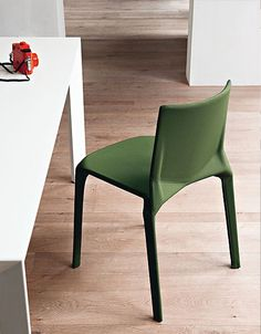 Stackable chair PLANA by Kristalia design LucidiPevere