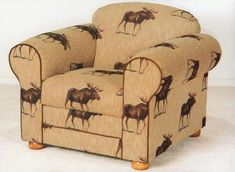 Maybe a bit boring but l like it. =µ) Rocky Mountain Home Center, Pinedale, Wyoming, Furniture Showcase Moose Lodge, Moose Hunting, Country Living Decor, Living Room Decor, Moose Decor, Pinedale Wyoming, Lodge Style, My New Room, Rustic Furniture