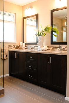 Bathroom Paint Colors With Oak Cabinets Will Be A Thing Of The Past And Here's Why - bathroom paint color ideas with dark cabinets Dark Cabinets Bathroom, Gray Bathroom Walls, Bathroom Wall Colors, Room Wall Tiles, Backsplash With Dark Cabinets, Painting Bathroom Cabinets, Beige Cabinets, Dark Bathrooms, Diy Cabinets