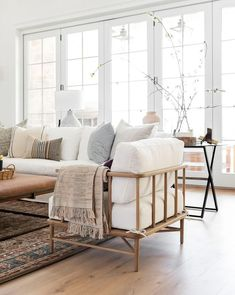 Home Living Room, Living Room Designs, Living Room Decor, Living Spaces, Living Room White Walls, Modern White Living Room, Modern Contemporary Living Room, Decor Room, Room Decorations