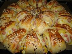 Töltött háromszögek recept World Recipes, Meat Recipes, Cooking Recipes, Bread Dough Recipe, Good Food, Yummy Food, Hungarian Recipes, Snacks, Winter Food