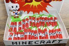 TNT minecraft traktatie simpel Minecraft Party Food, Minecraft School, Minecraft Birthday Party, Minecraft Castle, Minecraft Funny, Cake Minecraft, Minecraft Tips, Minecraft Blueprints, Minecraft Bedroom