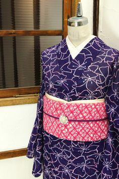 青みをおびた紫にフラワーパターンが浮かび上がる絽の夏着物です。 #kimono