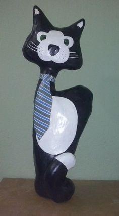 Gato de gravata, papel mache