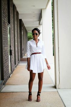 Sometimes all you need are a pair of strappy sandals and a simple belt to look chic and glamorous.