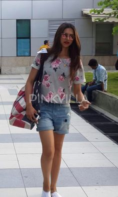 Deepika Padukone was clicked at the airport in a flowery top and denim shorts. Deepika looked lovely as usual, and rocked this look! The Bollywood beauty is busy with the promotions of her movie Tamasha. She recently celebrated Diwali with co-star Ranbir Kapoor in Delhi. The two leads of Tamasha lit the diyas, played UNO and also grooved for their numbers from Tamasha.