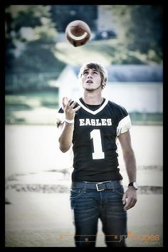 Best Photography Ideas For Teens Boys Football Pictures 59 Ideas Football Senior Pictures, Football Poses, Male Senior Pictures, Senior Pics Boys, Boy Senior Portraits, Photography Senior Pictures, Senior Posing, Senior Session, Creative Photography