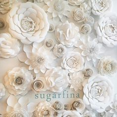Never met a paper flower wall I didn't like @sugarfina #paperart #paperflowers #sugarfina #candy #sfshops #whiteflowers #floral #windowdisplay